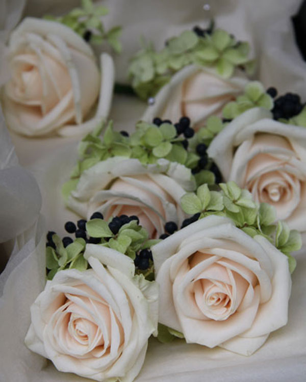 wedding corsages of roses