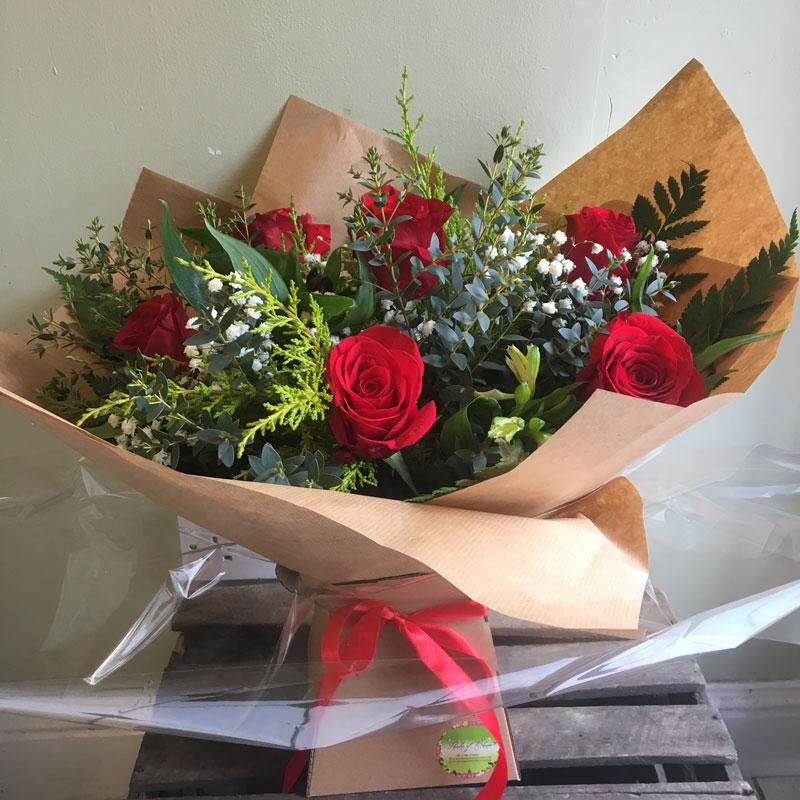 valentines half dozen red roses