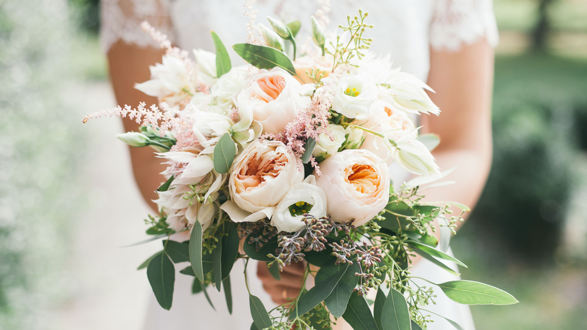 wedding bouquet - Shades of Bloom